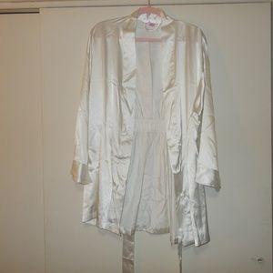 Victoria's Secret White Robe Size One Size